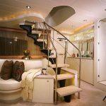 82 euro salon staircase